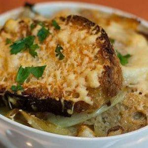 gravyer peynirli soğan çorbası