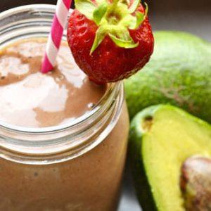 avokado ve çilekli smoothie yapılışı