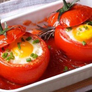 fırında yumurtalı domates dolması